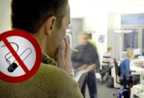 Zündstoff Zigarette: Der Nichtraucherschutz Am Arbeitsplatz Ist Gesetzlich  Verankert.