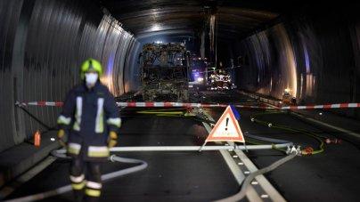 Reiche Frau Sucht Freundin Ein Reisebus Der Westheimer Firma Hauck Geriet Im San Bernardino Tunnel Der Das