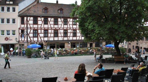 Nürnberg: Entspannen vor dem Dürer-Haus - Nürnberg - nordbayern.de