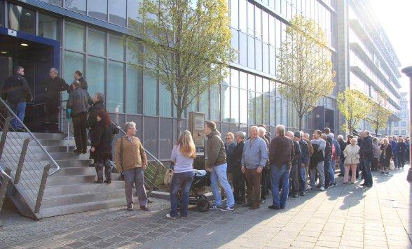 Nürnberg Fünfer Sammler Nürnberger Stehen Vor Bundesbank Schlange