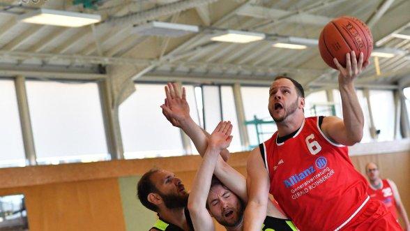 Als Trainer und Spieler in Bruck: Andreas Rothberger (rechts) will dabei helfen, ein neues Basketball-Team in Erlangen zu etablieren.