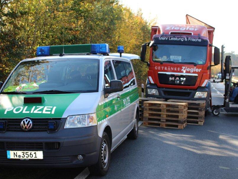 Getränke-Lkw verliert seine Ladung bei Langenzenn - nordbayern.de