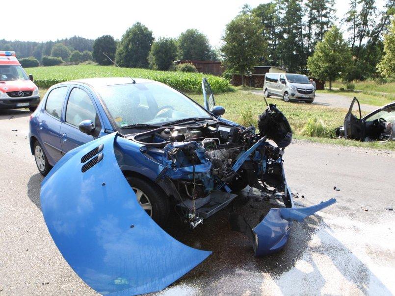 Verkehrsunfall bei Bruckberg: Autofahrerin mittelschwer verletzt ...
