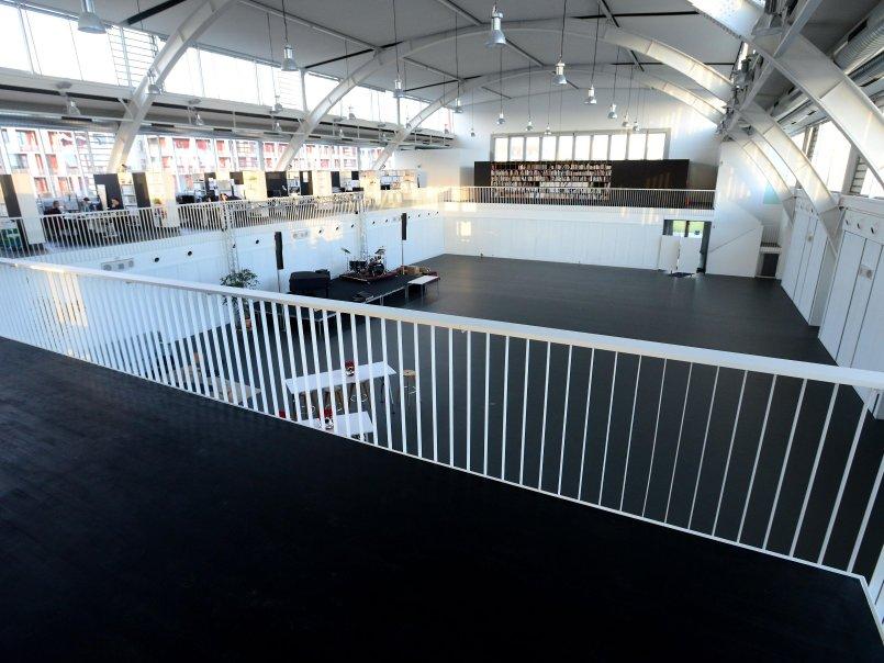 Architekturbüro Fürth viel licht und besondere akustik grüne halle wird zum