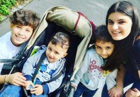 Diese vier Kinder haben ihren Vater drei Monate lang vermisst: Mirza (10), Baran (1), Sarya (3) und Amara (13), die Älteste, leben mit ihren Eltern in der Nürnberger Südstadt.