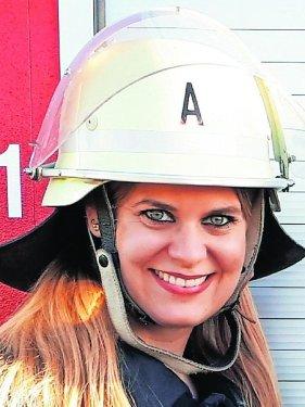 Stefanie Rietzke (35), Frauenbeauftragte der Kreisbrandinspektion, ist seit elf Jahren bei der Wehr in Buttendorf aktiv. Als ehemalige Leistungsturnerin und Trainerin hat sie auch die körperliche Herausforderung gereizt. Zur Feuerwehr zu gehen, sagt sie, sei rückblickend eine der besten Entscheidungen in ihrem Leben gewesen.