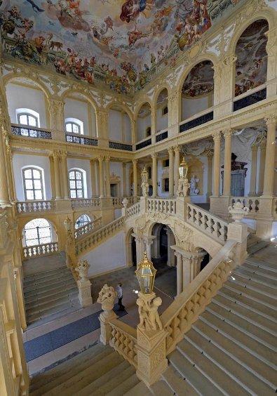 Schloss glänzt in frischen Farben - Pommersfelden - nordbayern.de
