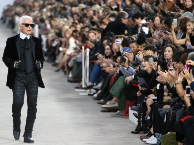 Outlet zu verkaufen tolle Auswahl neueste Kollektion Im Mode-Olymp: Das Leben von Star-Designer Karl Lagerfeld ...