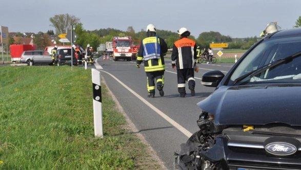 An der Kreuzung der Straße ERH 18 mit der B 470 bei Lonnerstadt kommt es immer wieder zu Unfällen. Deswegen soll es hier bald eine Ampelanlage geben.