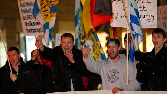 Bei Pegida Nürnberg tritt Michael Stürzenberger regelmäßig als Redner auf.