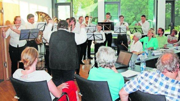 Schon im Jahr seiner Gründung brachte der Musikverein Uttenreuth dem Gemeinderat ein Ständchen, jetzt präsentiert er den Uttenreuther Marsch.