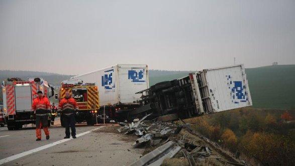 Lkw Schwebte über Abhang Schwerer Unfall Auf Der A9 Region