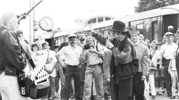 """Er kam ganz stilecht im kleinen Pegnitzer Bahnhof mit dem Orient-Express an: Popstar Michael Jackson übernachtete vor 20 Jahren in """"Pflaums Posthotel""""."""