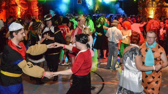 Hilpoltstein Tanz Mit Biene Maja Der Tv Hip Feiert Fasching Roth