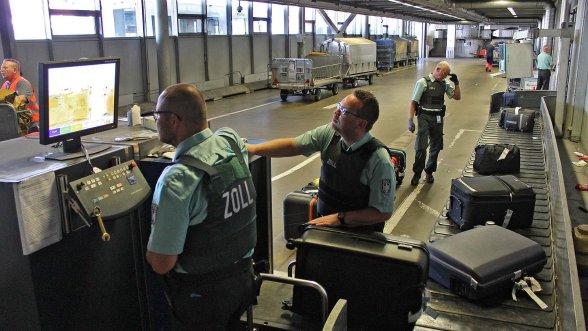 Nurnberg Drogen Oder Waffen Zoll Am Flughafen Wird Oft Fundig