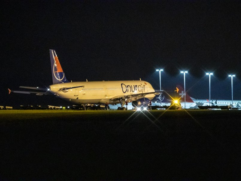 Airbus auf Abwegen: Passagiermaschine kommt in den Grünstreifen